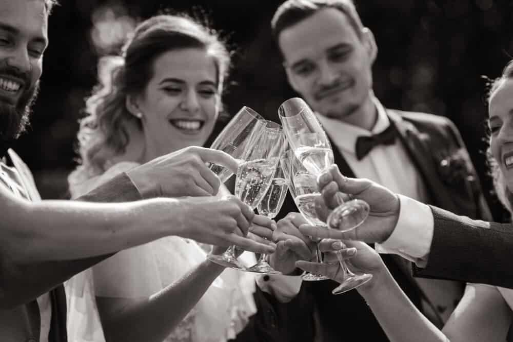 חתן וכלה עושים לחיים