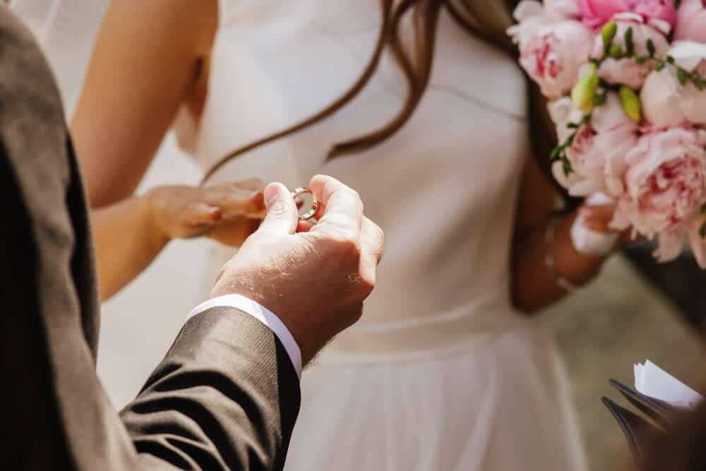 חתן שם טבעת לכלה